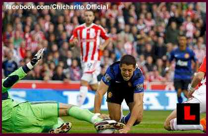 Chicharito Injured During Stoke City vs. Manchester United Gamel
