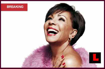 Shirley Bassey Goldfinger Oscars 2013 Performance Steals Show