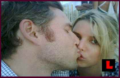 Jessica Simpson, Eric Johnson Cold Feet Report is False